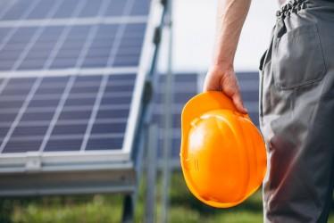 [noticia: energia-solar-vai-gerar-mais-de-120-mil-empregos-no-brasil-em-2020] As perspectivas são de encerrar 2020 com um total acumulado de mais de 250 mil empregos (Foto: senivpetro/Freepik) - ENERGIA_SOLAR_EMPREGO_SENIVPETRO_FREEPIK.jpg
