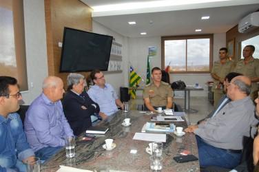 [noticia: representantes-do-crea-go-visitam-novo-comandante-geral-dos-bombeiros] Foto: Reunião entre representantes do Crea-GO e o novo comandante do Batalhão do Corpo de Bombeiros - DSC_0017.JPG