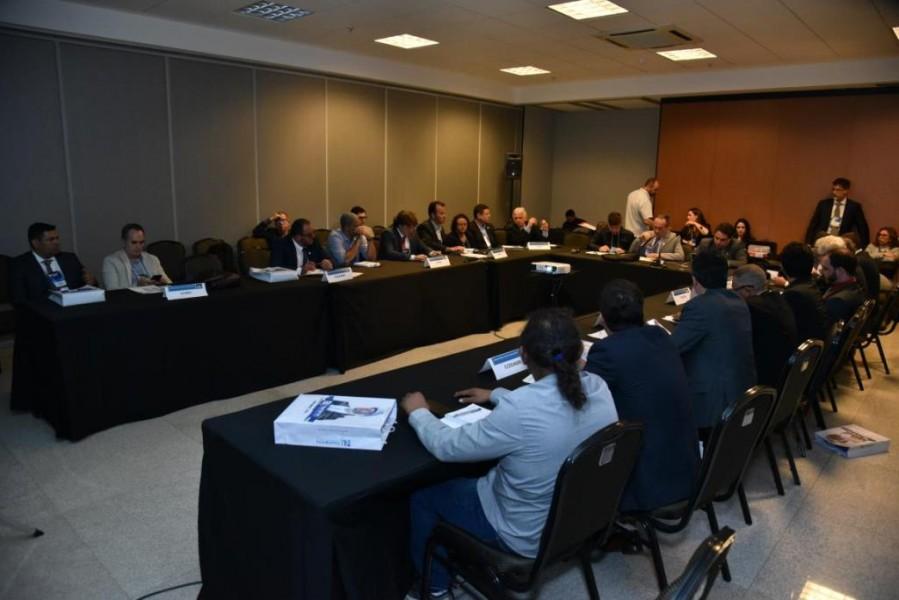 [noticia: conselheiro-goiano-e-eleito-coordenador-da-cceest] Reunião de coordenadores durante o 9º Encontro de Líderes (Foto: Marck Castro, André Almeida e Edinaldo Rufino/Confea) - REUNIAO DE COORDENADORES - ENCONTRO DE LÍDERES.jpg