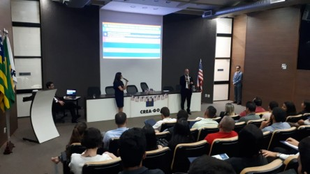 [noticia: palestra-sobre-imigracao-e-mercado-de-trabalho-para-engenheiros-recebe-84-participantes] Dr. Witer DeSiqueira e Mara Pessoni ministram a palestra sobre imigração e mercado de trabalho para engenheiros - DeSIQUEIRA.jpeg