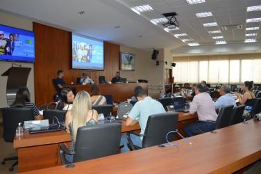 [noticia: corsoea-discute-projeto-arquitetonico-e-cenografico-da-77-soea] Presidente Francisco Almeida em reunião com equipe do Crea-GO e do Confea - DSC_0044.JPG