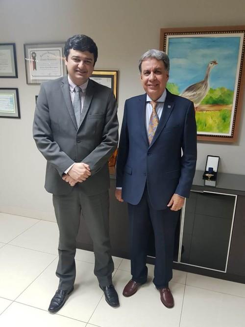 [noticia: contadores-devem-orientar-empresas-sobre-o-registro-no-crea-go] Presidente do CRC-GO, Rangel Francisco Pinto, (E) e presidente do Crea-GO, eng. Francisco Almeida (D) reunidos - 01.jpeg