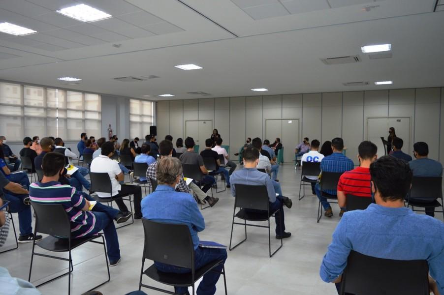 [noticia: crea-go-sedia-discussao-sobre-o-fim-da-obrigatoriedade-de-pericia-e-avaliacao-de-imoveis] O debate reuniu um total de 65 profissionais na sede do Crea-GO - DEBATE RESOLUÇÃO BACEN 01.JPG