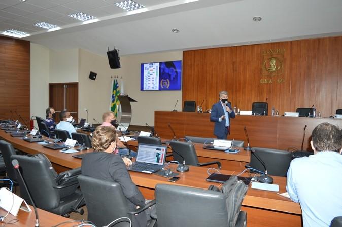 [noticia: 11-seminario-de-conselheiros-e-realizado-em-goiania] O superintendente Helder Borges foi o responsável por apresentar o organograma do Crea-GO - DSC_0068.JPG