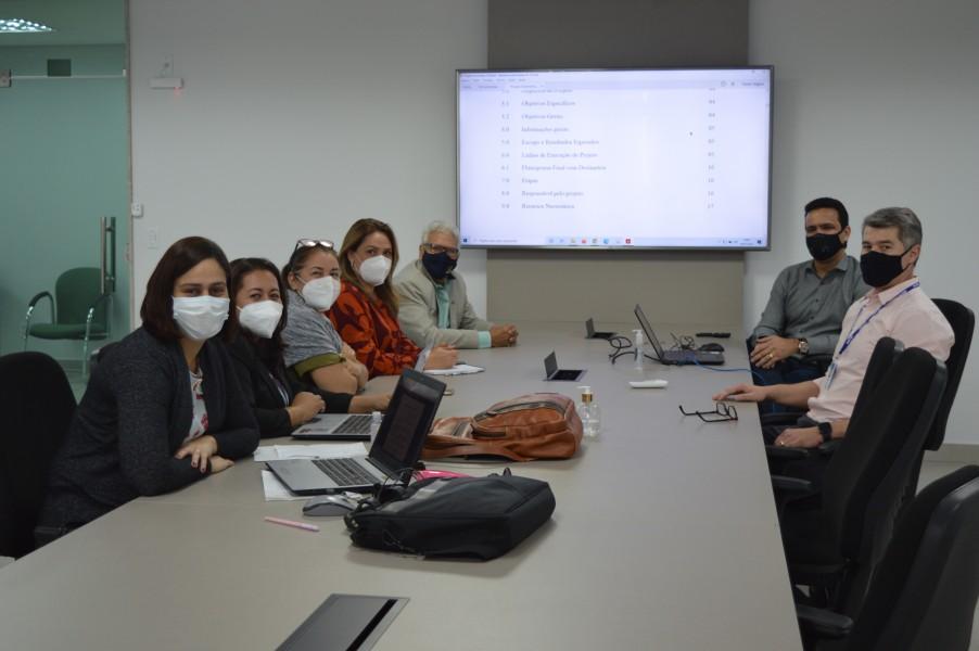 [noticia: crea-go-recebe-visita-de-equipe-do-regional-de-rondonia] Equipe do Crea-RO (E) participa de reuniões para conhecer os procedimentos técnicos do Crea-GO - Foto_Crea-RO.JPG