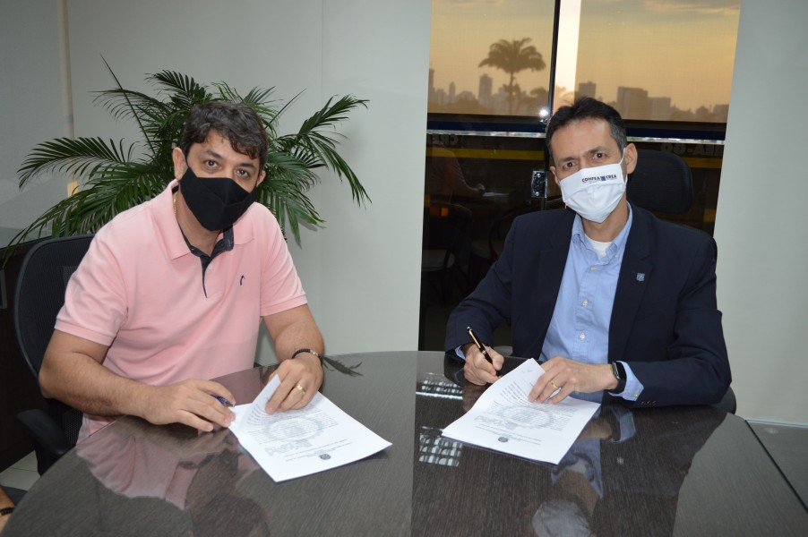 [noticia: oticas-kamon-concederao-descontos-a-profissionais-e-servidores-do-crea-go] Ribas Martins e Lamartine assinam acordo técnico entre o Crea e a Ótica Kamon - ÓTICAS KAMON.JPG