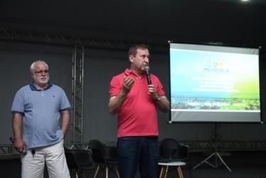 [noticia: palmas-to-recebe-a-partir-de-hoje-uma-soea-inedita] Presidente do Crea-TO, Marcelo Maia, e presidente do Confea, Joel Krüger: agradecimentos à equipe da Soea - 01.jpg