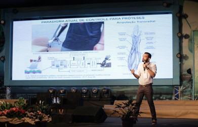 [noticia: a-robotica-a-servico-da-vida] O pesquisador elogiou a iniciativa da Mútua, ao promover uma apresentação que envolve diferentes campos da tecnologia aplicadas à medicina - 01.jpg