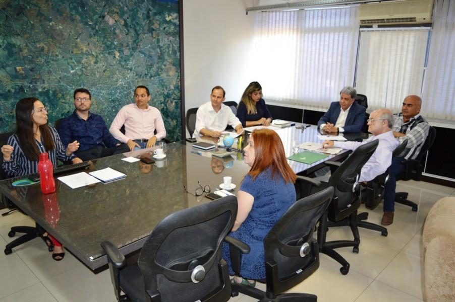[noticia: francisco-almeida-recebe-visita-do-deputado-paulo-cezar-martins] A reunião contou com apresentações sobre a fiscalização georreferenciada e o Livro de Ordem Eletrônico do Crea - REUNIAO_DEP_PAULO_CEZAR_02.JPG