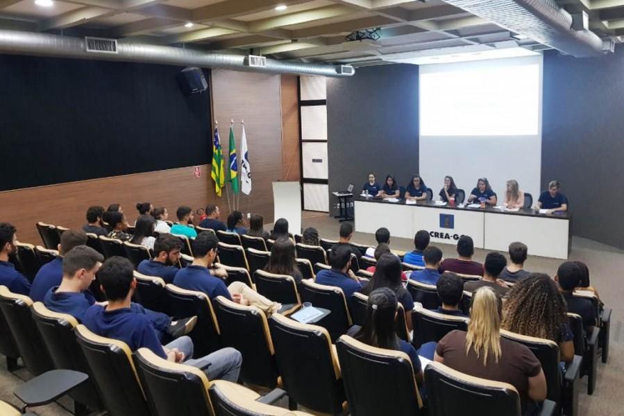 [noticia: crea-jovem-desenvolve-atividades-em-setembro-e-outubro] Processo seletivo simplificado foi realizado no dia 27 de setembro em Goiânia - CREA_JOVEM_1.jpg