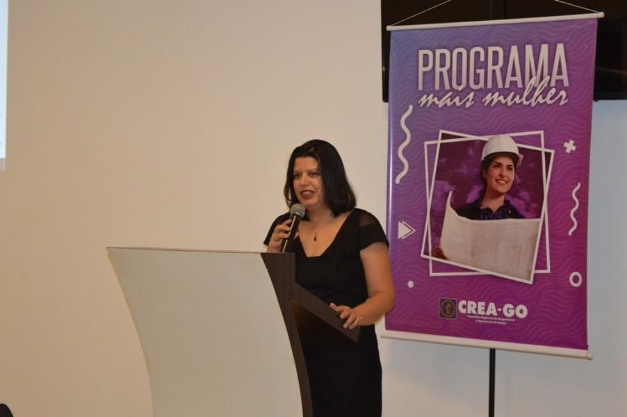 [noticia: programa-mais-mulher-e-lancado-em-jatai] Diretora da EECA/UFG, a Prof. Dr. Karla Emmanuela Hora coloca a Escola como parceira do programa do Crea-GO - MAIS_MULHER_4.JPG