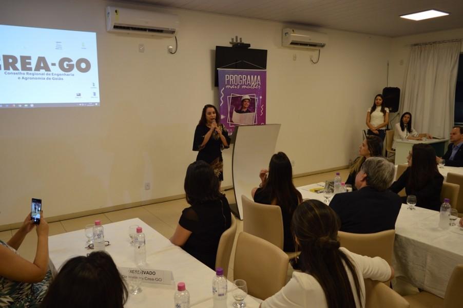 [noticia: programa-mais-mulher-e-lancado-em-jatai] Ana Rita de Castro também ressaltou que a iniciativa do Crea é apoiada pelo Conselho Estadual da Mulher - MAIS_MULHER_5.JPG