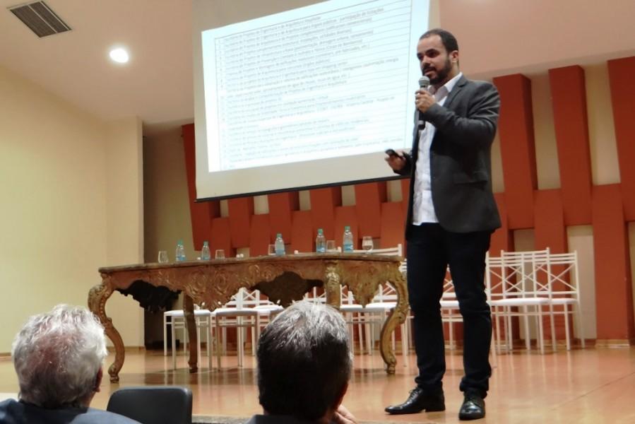 """[noticia: representantes-do-crea-participam-do-v-sincivil] O Eng. Civ. João Belém palestra sobre """"Empreendedorismo para Engenharia Civil"""" - V_SINCIVIL_03.jpeg"""