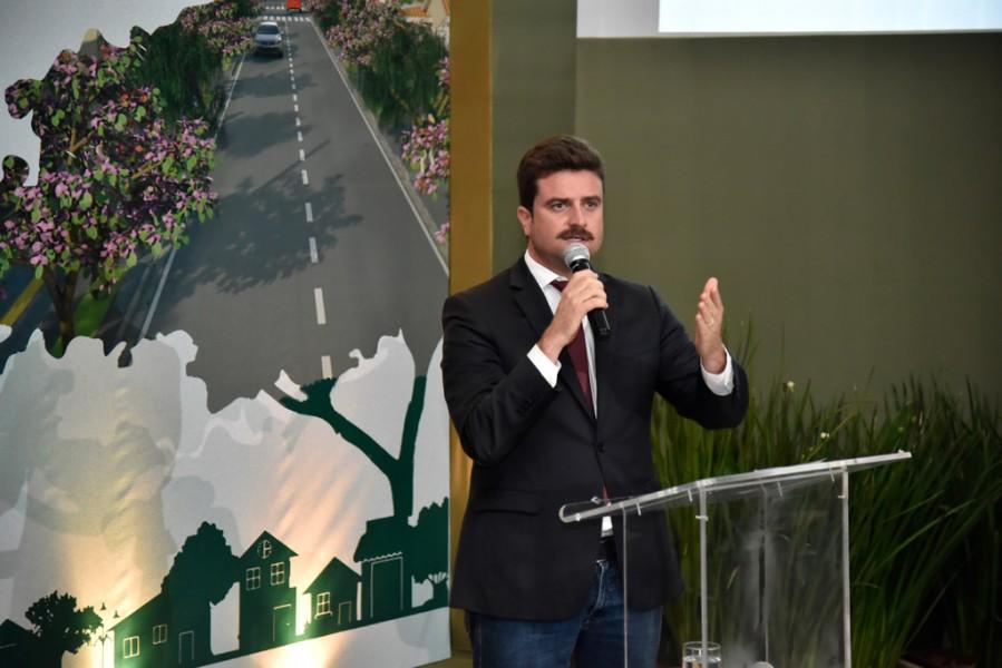 [noticia: programa-cidades-verdes-e-lancado-em-goiania] Gilberto Marques, presidente da AMMA, anuncia a ideia de implantar um projeto piloto do Cidades Verdes em Goiânia (Foto: Silvio Simões) - CIDADES_VERDES_05.jpg
