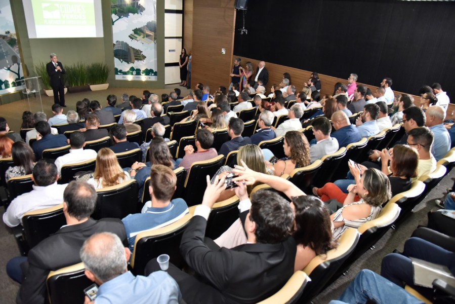 [noticia: programa-cidades-verdes-e-lancado-em-goiania] Programa Cidades Verdes é lançado no Crea-GO, com a presença de 139 pessoas (Foto: Silvio Simões) - CIDADES_VERDES_01.jpg