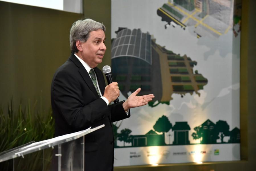 """[noticia: programa-cidades-verdes-e-lancado-em-goiania] """"Este programa é a realização de um sonho"""", afirma Francisco Almeida, presidente do Crea-GO (Foto: Silvio Simões) - CIDADES_VERDES_02.jpg"""