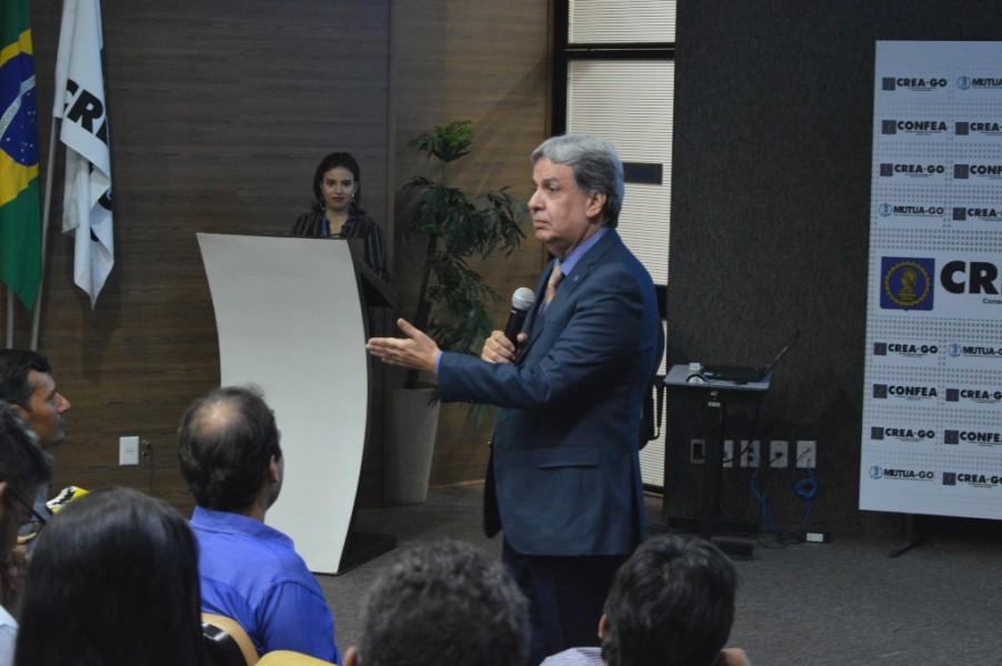 [noticia: conselho-recebe-novos-profissionais-em-goiania] Francisco Almeida dá as boas-vindas aos recém-formados - ENTREGA_4.JPG