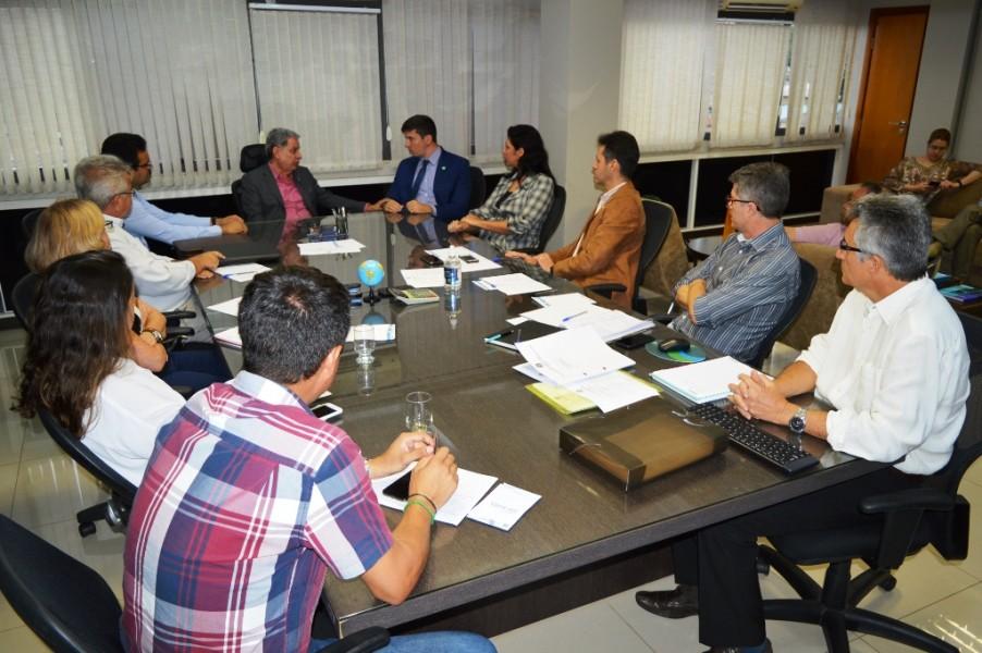 [noticia: crea-e-goinfra-firmam-parceria] Assinatura foi realizada durante reunião da diretoria do Conselho goiano - ASSINATURA_GOINFRA_02.JPG