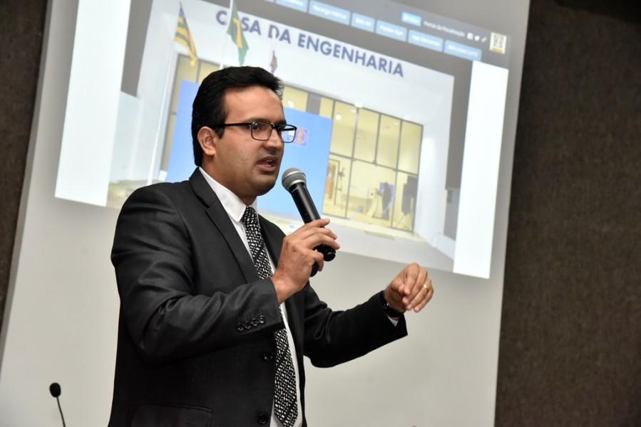 [noticia: crea-go-e-alego-firmam-acordo-inedito-no-brasil-2] Roger Barcellos aborda os outros acordos já firmados pelo Crea e os dados que poderão ser compartilhados com a Alego - ASSINATURA_ALEGO_06.JPG