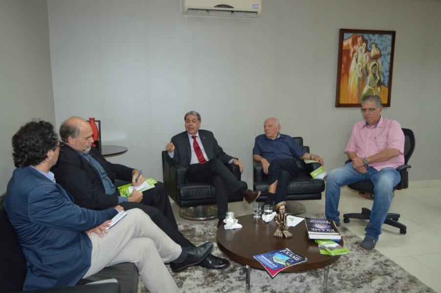[noticia: presidente-do-crea-recebe-visita-do-coordenador-da-onu-habitat-no-brasil] Representantes do Crea e da ONU-HABITAT discutem sobre programas oferecidos pelos Conselho - ONU_2.JPG