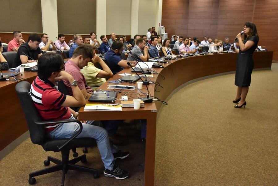 """[noticia: crea-promove-o-xi-seminario-de-inspetores] Rosana Brandão aborda o tema """"PEC 108/2019 – Proposta de novas diretrizes para os Conselhos"""" - SEMINÁRIO_4.jpg"""
