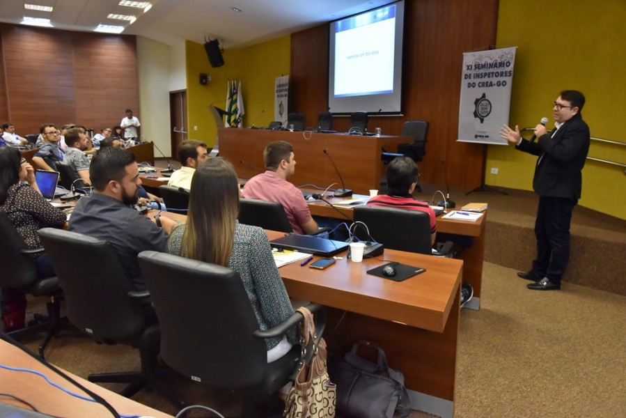 [noticia: crea-promove-o-xi-seminario-de-inspetores] Luciano Garcia apresenta e orienta acesso aos conteúdos do novo site do Crea-GO - SEMINÁRIO_6.jpg